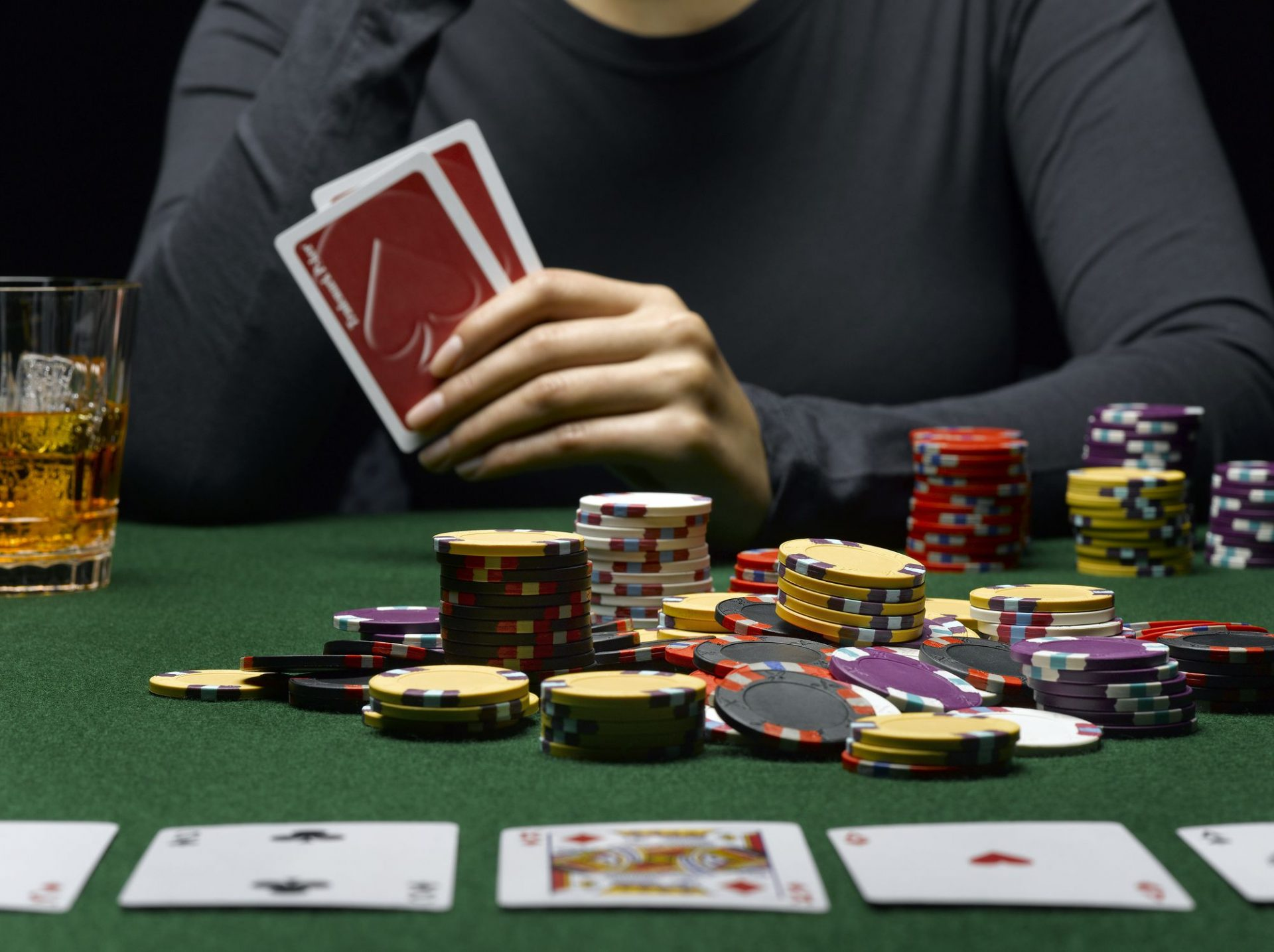 Online Poker Games - Reaping Huge Bonus from Online Poker Sites